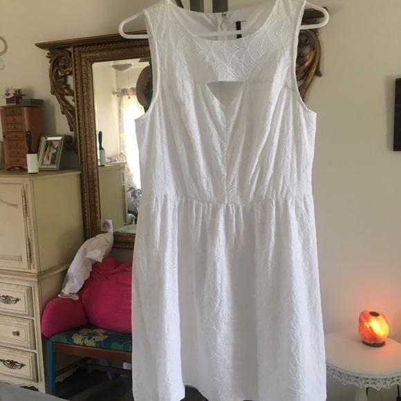 Kensie Dresses & Skirts - Kenzie white eyelet sundress sleeveless summer